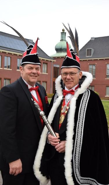 Prins Joop d'n Urste (r) samen met adjudant Friso Kraayvanger