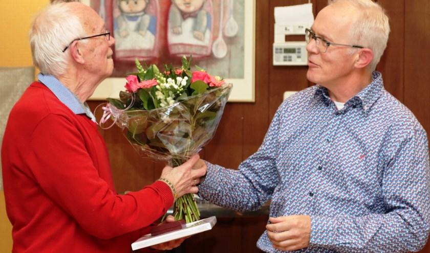 Links - de heer Henk Hankel  (70 jaar muzikant) Rechts - Bart Schellevis, secretaris Harmonie Unisono Velp