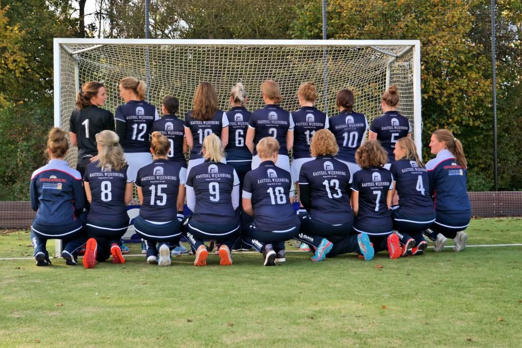 Dames A met sponsor Kasteel Wijenburg Foto: Pia de Wolf © DPG Media