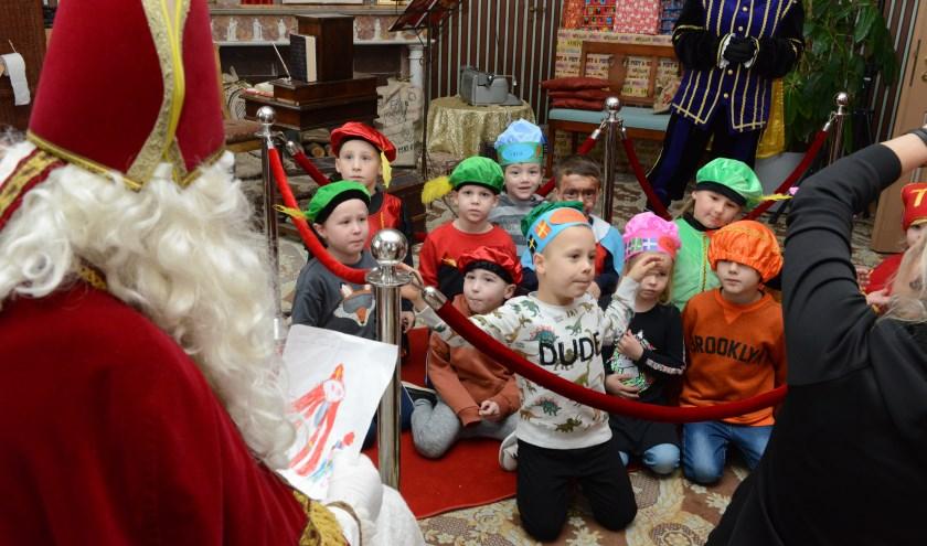 De grote groep vrijwilligers en vele sponsoren hebben de kinderen uit de gemeente West Betuwe een onvergetelijk Sinterklaasfeest bezorgd.