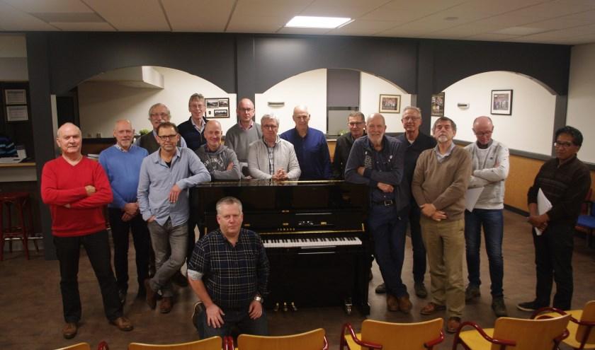 De mannen van het derde projectkoor zingen tijdens het concert in januari de sterren van de hemel. (Foto: Annemieke van Ipenburg)