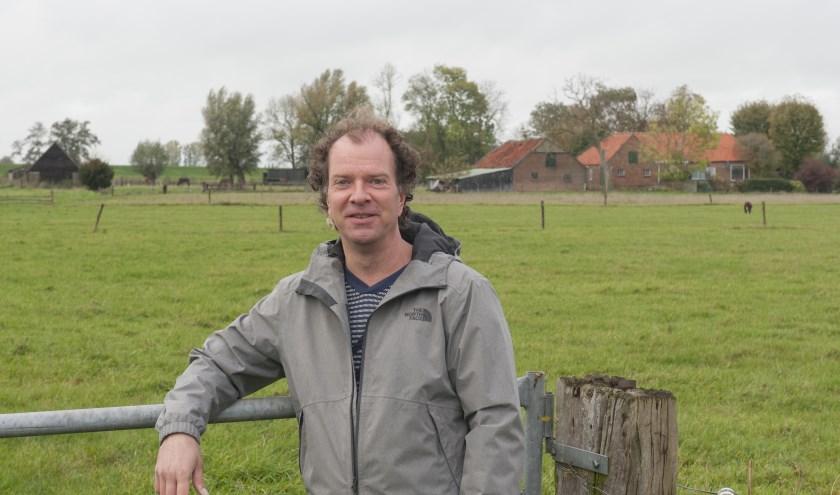 Thomas Kamphuis werkt aan een boek over  oude boerderijen in Westenholte, Spoolde en de Vreugderijkerwaard. (foto: Eva Posthuma)