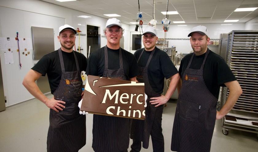Dit zijn de chocolatiers die de wereldrecordpoging doen, met het eerste stukje chocolade!