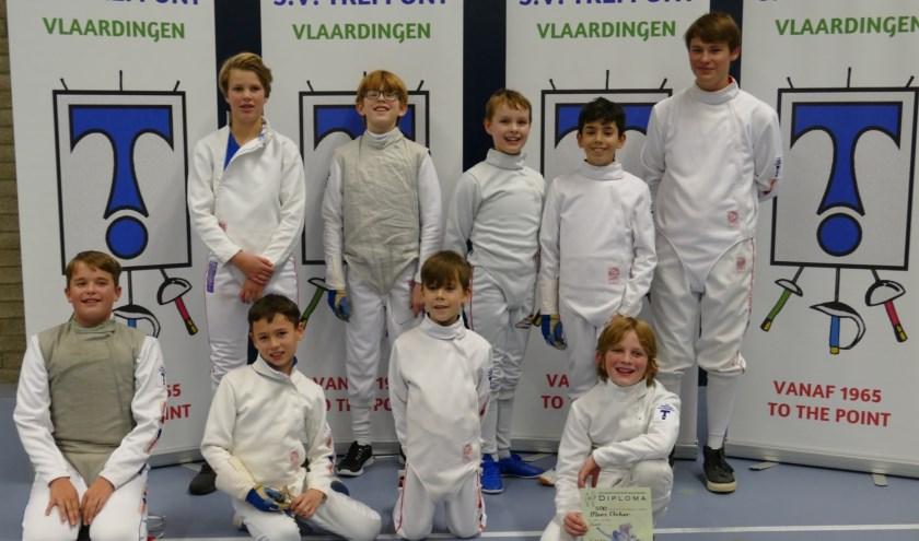 Een groot deel van de jeugdige schermers van Trefpunt, tijdens het toernooi in de sporthal Margriet, waar punten behaald konden worden voor een schermdiploma. Foto: Jan Buijsse