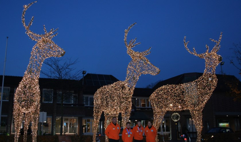 Wereldkampioenen uit Nunspeet ontsteken edelherten op het Marktplein.