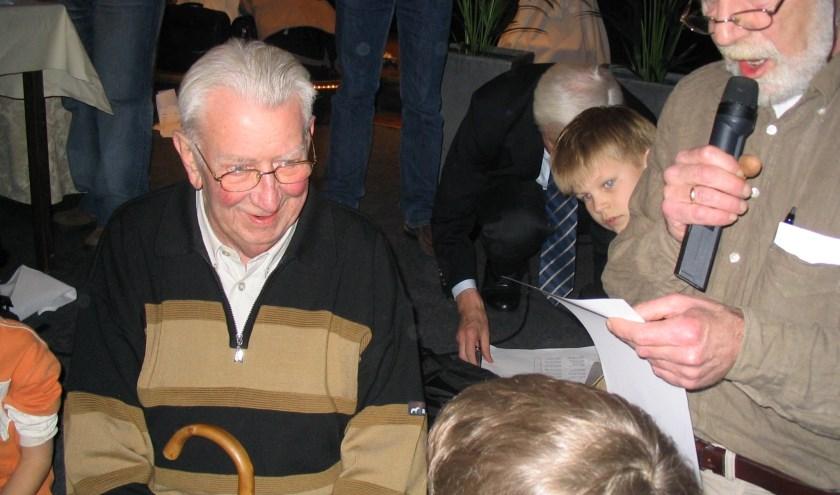 Prijsuitreiking Jeugdschaken Door Jan de Jong en Jan Leienaar