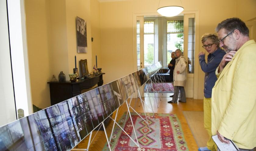 Kunstenaar Mirjam Kuitenbrouwe in huiskmaer familie Bosma tijdens de edtie van 2017