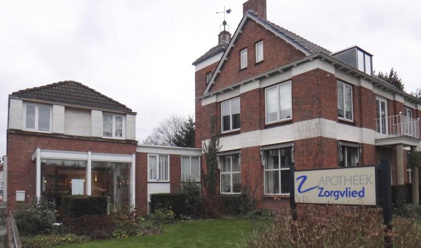 Deze apotheek (273) en dit woonhuis (271) werden in 1953, respectievelijk 1955 gebouwd in opdracht van apotheker J.W. van Nunen. info: www.heemkundekringtilburg.nl