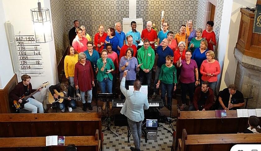 Gospelkoor Yes treedt op bij de Evangelische ChristusKirche.