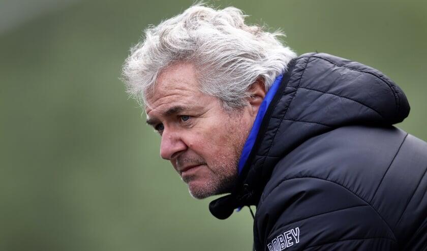 <p>Peter Klomp, trainer van SV Poortugaal, verloor met zijn ploeg de eerste wedstrijd van het seizoen (foto: John de Pater)</p>
