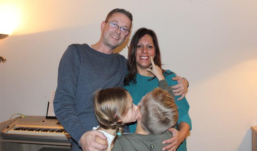 Adrie en Debby kozen als gezin voor langdurige pleegzorg. Ook voor alleenstaanden zijn diverse vormen van pleegouderschap mogelijk.