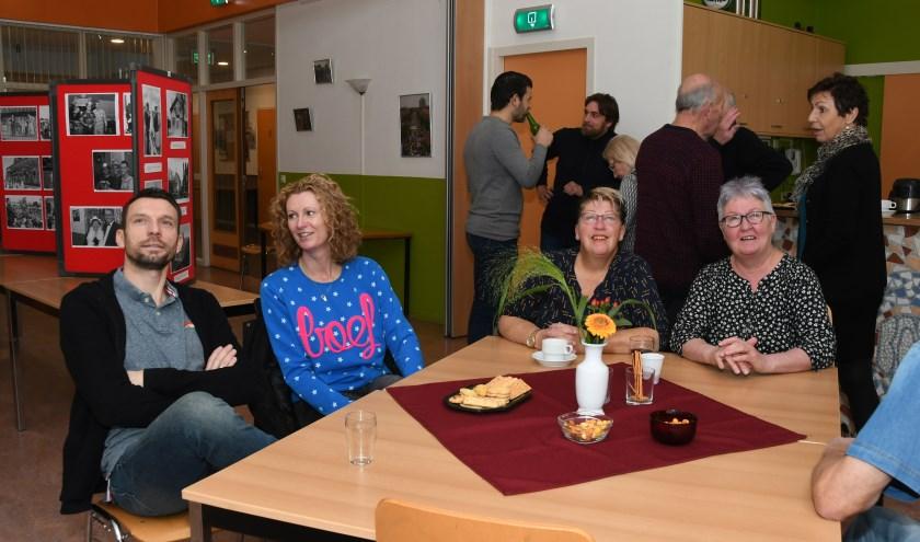 Het was een gezellige reünie bij Buurtgroep Capelle-West op 9 november. (Foto: Kees Grandia)