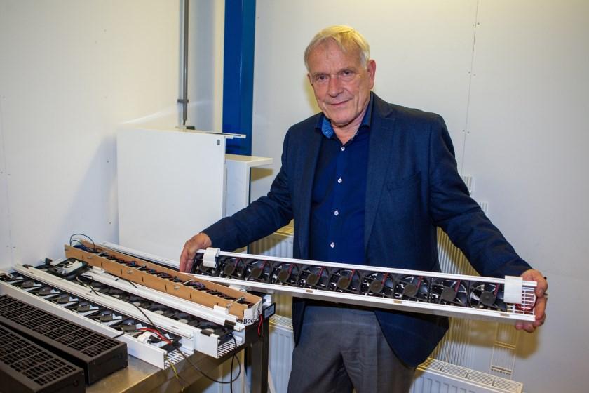 Henk de Beijer met zijn vinding ClimateBooster, die de energietransitie voor iedereen tastbaar en betaalbaar maakt.