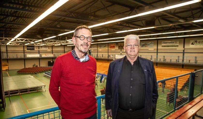 Anton Cramer (links) en Joop van Ommen in de WRZV-hallen.