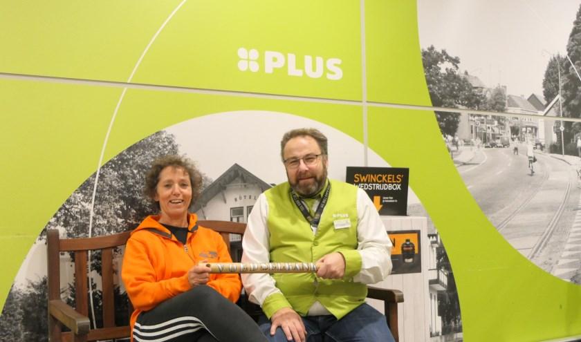 De kratten van de voedselbank staan in de maand december bij Plus Edwin & Astrid Holtrop