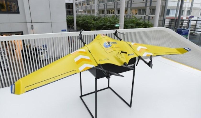 Samenwerkingsverband Medical Drone Service presenteert een drone die gaat helpen bij medisch transport, bijvoorbeeld voor het vervoer van bloed, medicijnen en diagnostische monsters naar patiënten en zorglocaties.