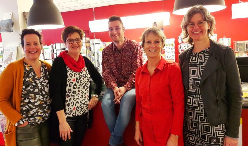 Het team van Novita. Ze noemen zich de Novitanen. V.l.n.r. Suzan, Lenie, Ruben, José en Sandra.