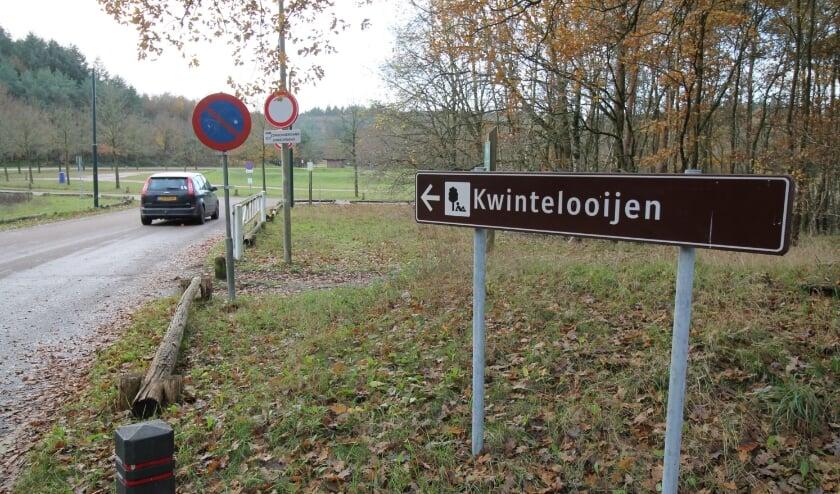 <p>De entree van recreatiegebied Kwintelooijen in Rhenen. De parkeerplaats blijft in verband met het weer en Covid-19 voorlopig afgesloten. (Archieffoto: Marco Diepeveen)</p>