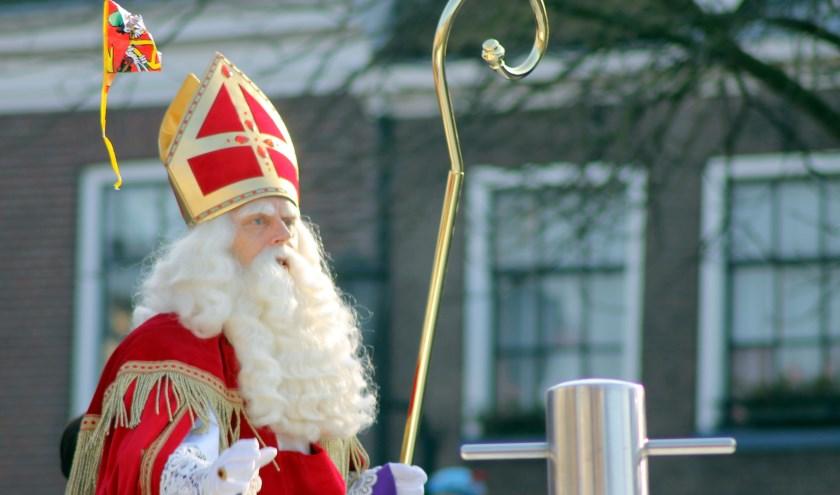 Sinterklaas meert zijn Pakjesboot zaterdag 16 november weer aan bij het Rode Torenplein. Vandaaruit volgt hij een route door de binnenstad.