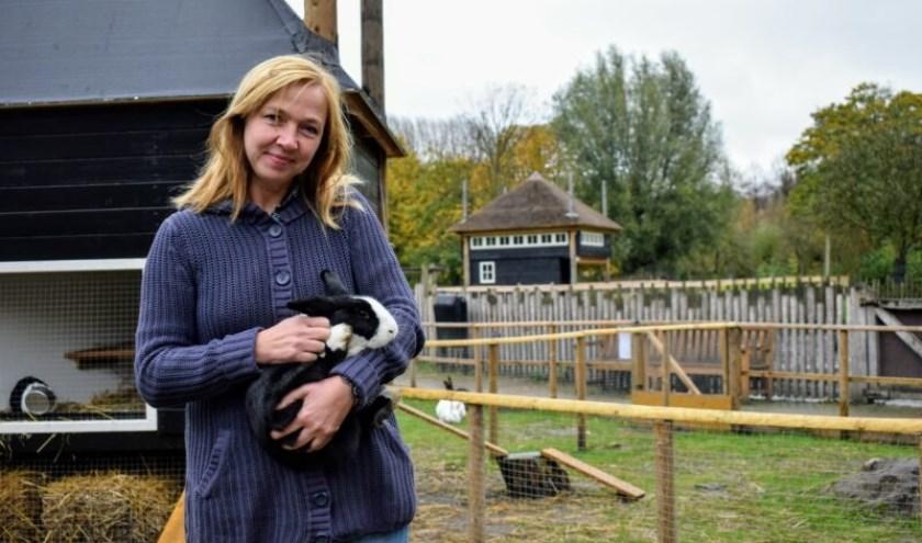 Jet zorgt soms ook zelf voor de dieren als dat nodig is (foto: Indebuurt.nl/delft).