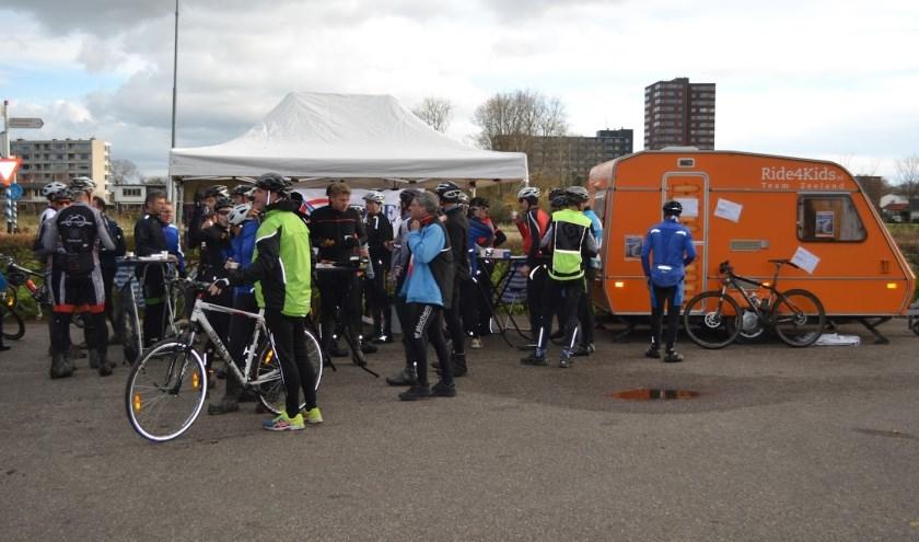 de oranje team Rid4kids Zeeland sponsorcaravan