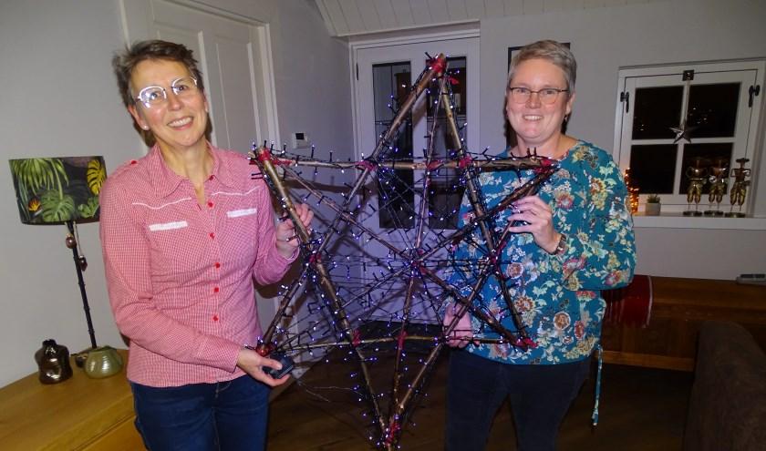 """Joke Weerstand (links) en Hilde Muijs hebben veel zin in het kerstconcert van New Creation. ''Wij willen met onze liederen zingen over de echte betekenis van kerst."""""""