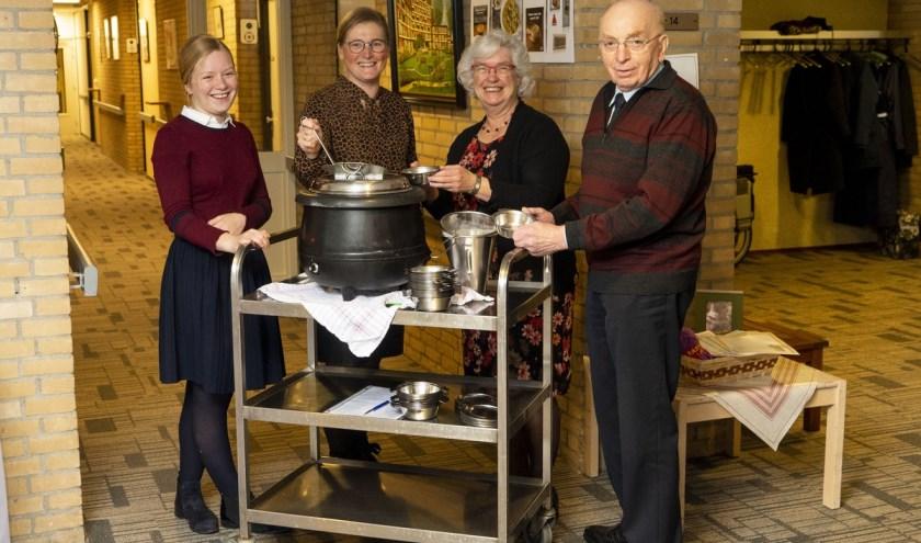 Vrijwilligers v.l.n.r. Sarah Rikkers, Annet Weijers,Hanna Verhoef en dhr. B. Chevalking.