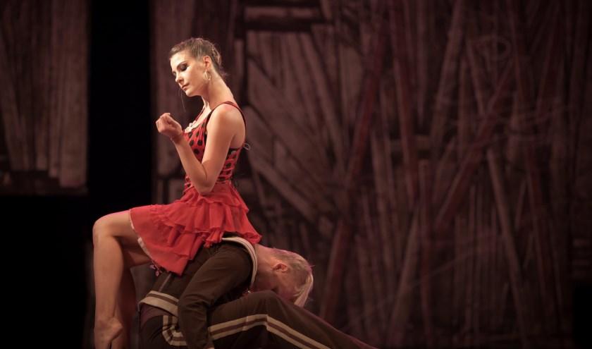 Scene uit Carmen van het Kiev Modern Ballet. Een echte familievoorstelling die je meevoert naar jouw eigen fantasie, met klassieke en moderne dans, begeleid door gepassioneerde muziek.