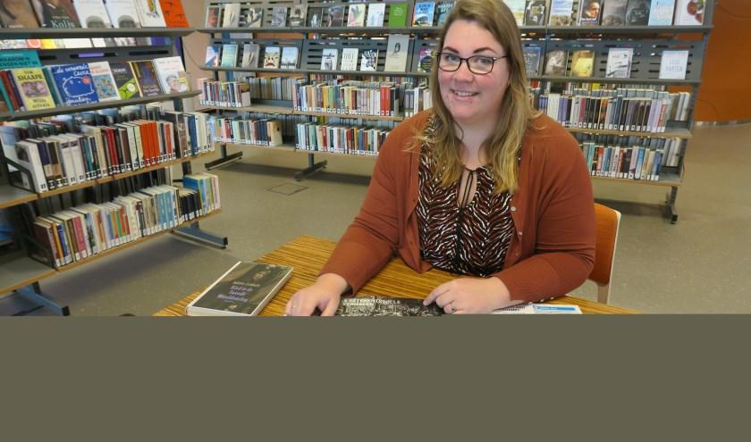 """Joyce Weij, activiteitenprogrammeur Bibliotheek West Betuwe: """"Ik hoop dat veel mensen hun oorlogsfoto's zullen gaan opzoeken en meedoen."""""""