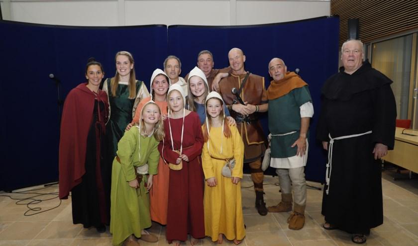 De cast van de musical Rolf bijeen in het gemeentehuis van Albrandswaard. Foto: Sjors Ribeiro Edison