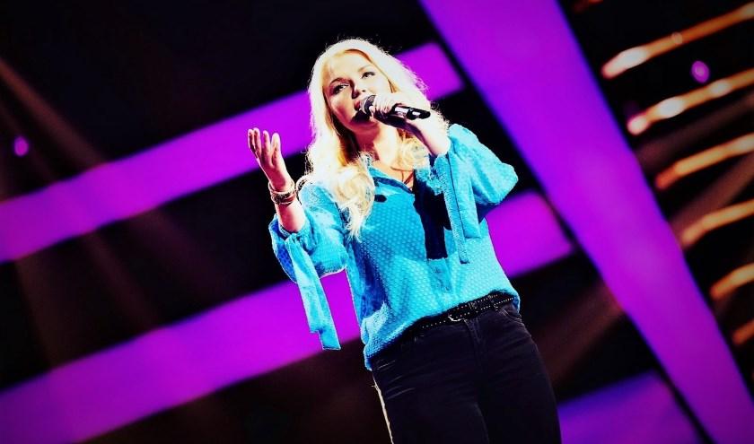 Marlane verdient met 'Als je zachtjes zegt ik hou van jou' een plaatsje in de battles bij The Voice of Holland. (Foto: TVoH)