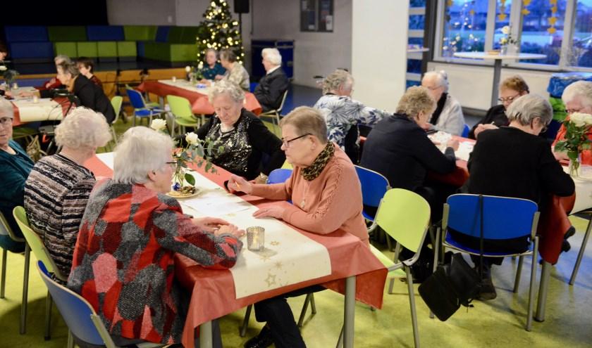 De Kerst Inn is echt een middag om bij te praten en een spelletje met elkaar te doen en genieten van het heerlijke kerstbuffet.