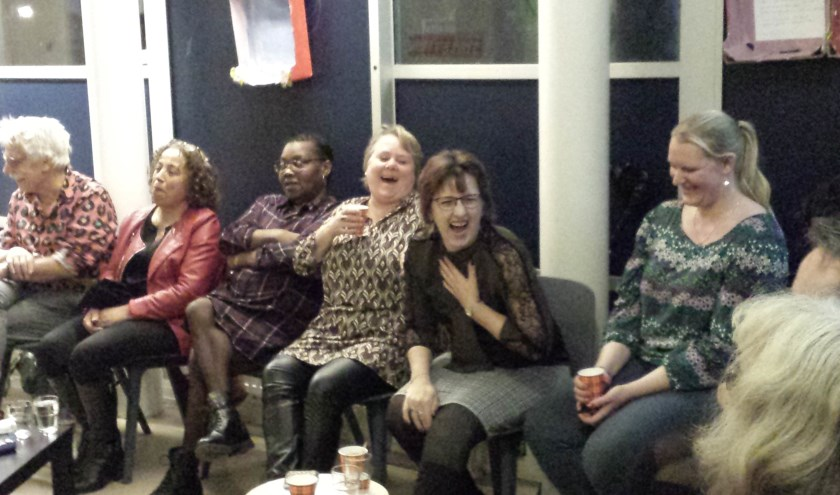 V.l.n.r: theatermaker Bob van der Lugt, ernaast Zeyned, Molaka, Petra, Petra en Robin. Zonder Stefanie - liever niet op de foto.