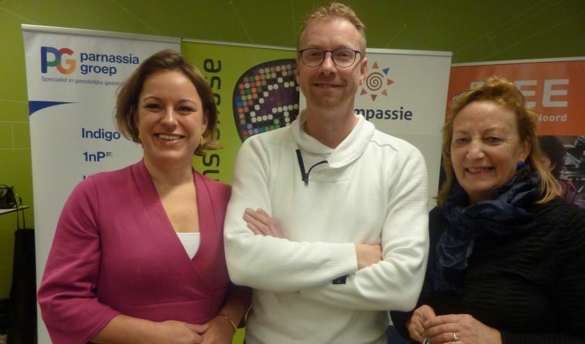 In Buurtcirkels helpen psychiatrische patiënten elkaar, zeggen Eveline (links), Eric en Lenny van de Stichting Anton Constandse.