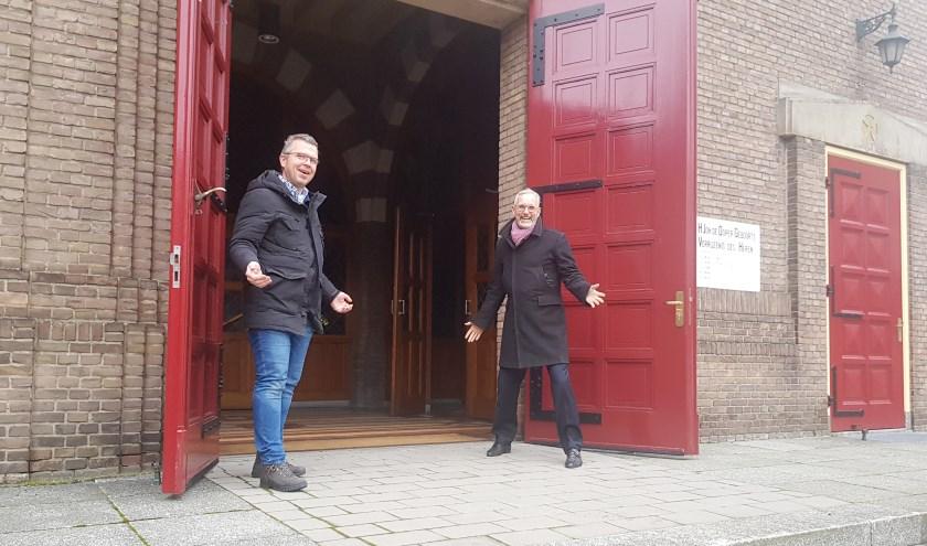 Robert Frijlink en Pieter van Weijen nodigen heel Wageningen uit om zaterdag 21 december samen met hen kerst te vieren in de Johannes de Doperkerk. (foto: Kees Stap)