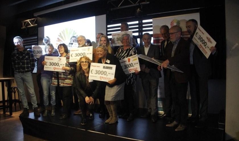 Tijdens de conferentie van het Armoedepact werden door een donatieactie van Riwald recycling maar liefst tien cheques van 3000 euro uitgereikt