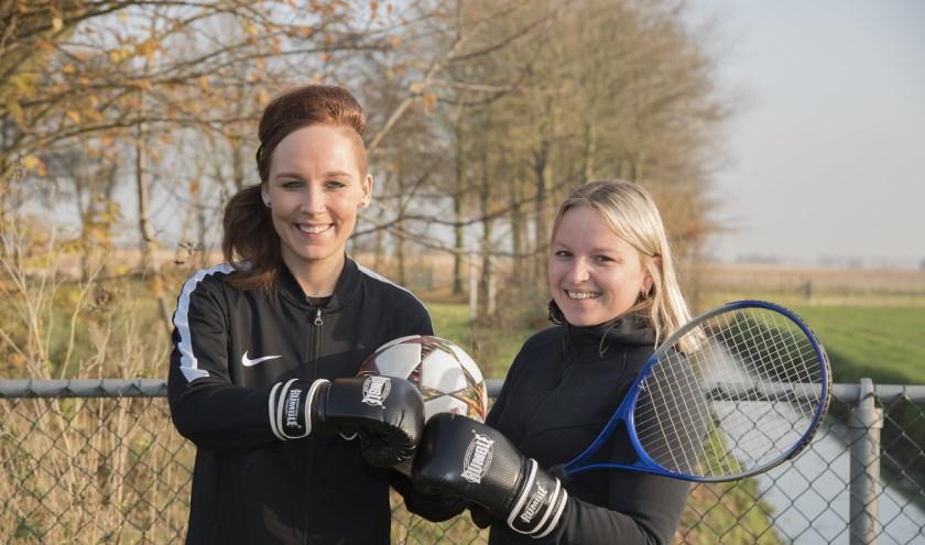 Rifka en Laura, vaste gezichten van BSO Sporthonk hebben zin om aan de slag te gaan met hun nieuwe uitdaging. (foto: Eline Hoornveld)