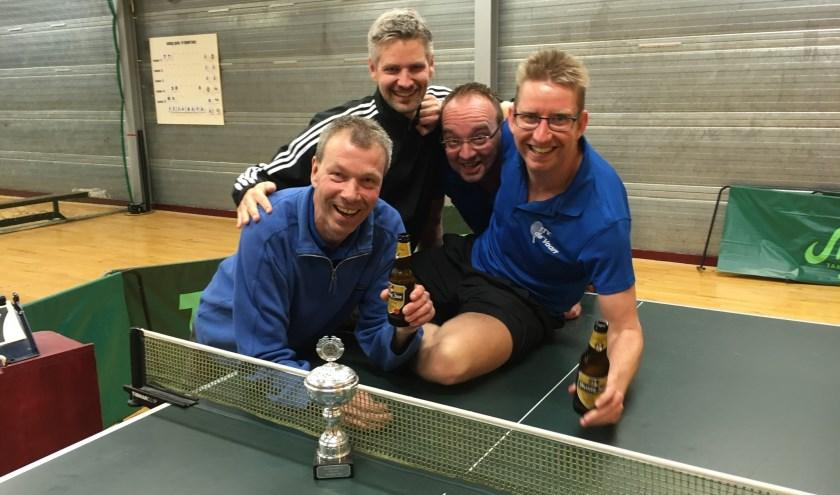 Het kampioens team bmet v.l.n.r. Wim Kesteren, Theo van Diepen, Edwin de Waard, Richard Aantjes