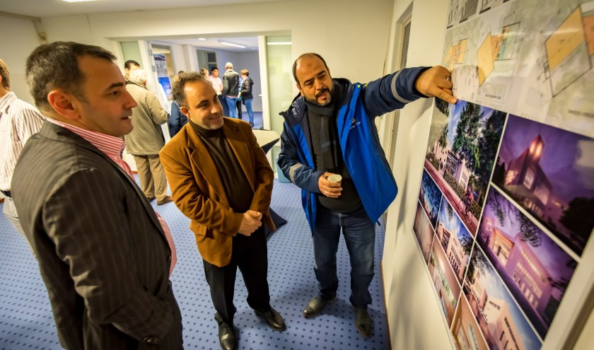 Enthousiaste reacties en veel belangstelling voor het uiteindelijke ontwerp. (Foto Jan Bouwhuis.)