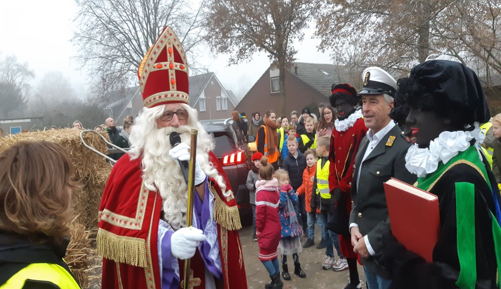 Sinterklaas op de Klimpaal in Etten. Foto:  © DPG Media