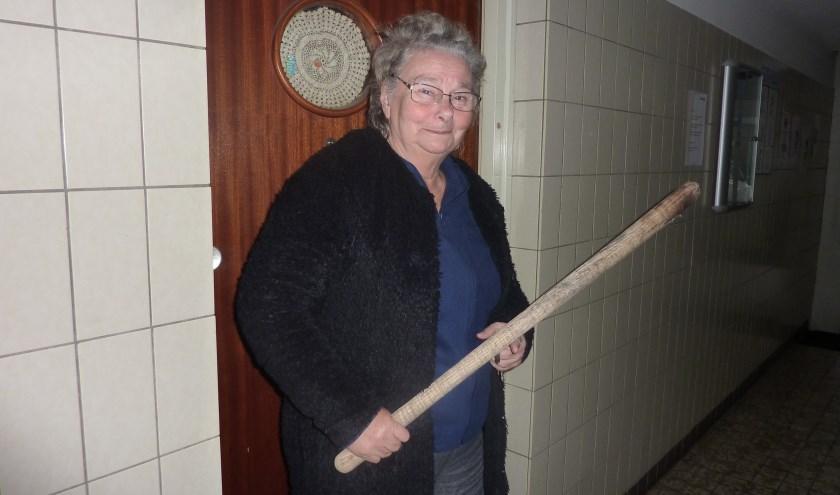 """Veel ouderen trappen in trucs om hen geld afhandig te maken. An niet. """"De eerste die binnenkomt, krijgt een lel met een end hout."""""""