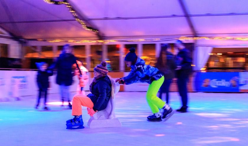De overdekte schaatsbaan naast De Pier is sinds dit weekend geopend. (Foto: Casper van Dort)