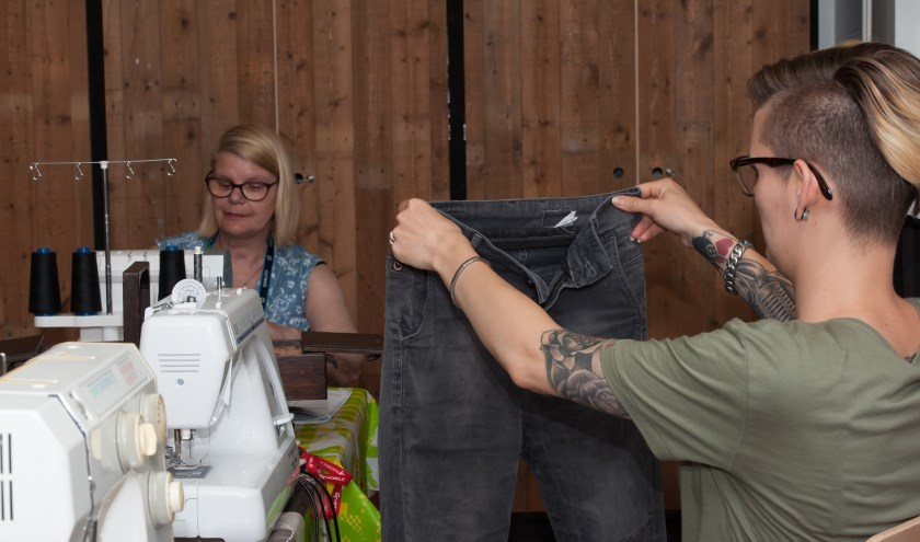 Marieke en Femke weten raad met elke textielklus