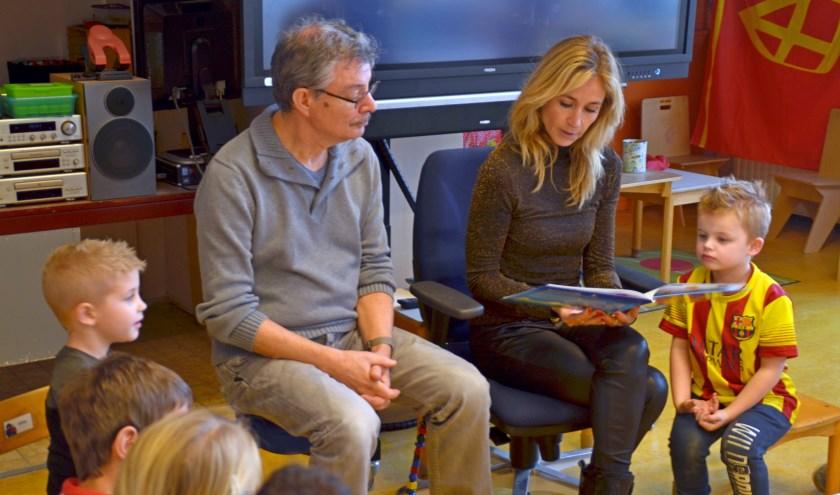 Presentatrice Wendy van Dijk bracht onlangs een bezoek aan de Kardinaal Alfrinkschool. (foto: Jan Boer)