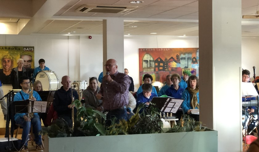 Wim Lambooy vertelt hoe trots hij is op alle klanten en vrijwilligers.