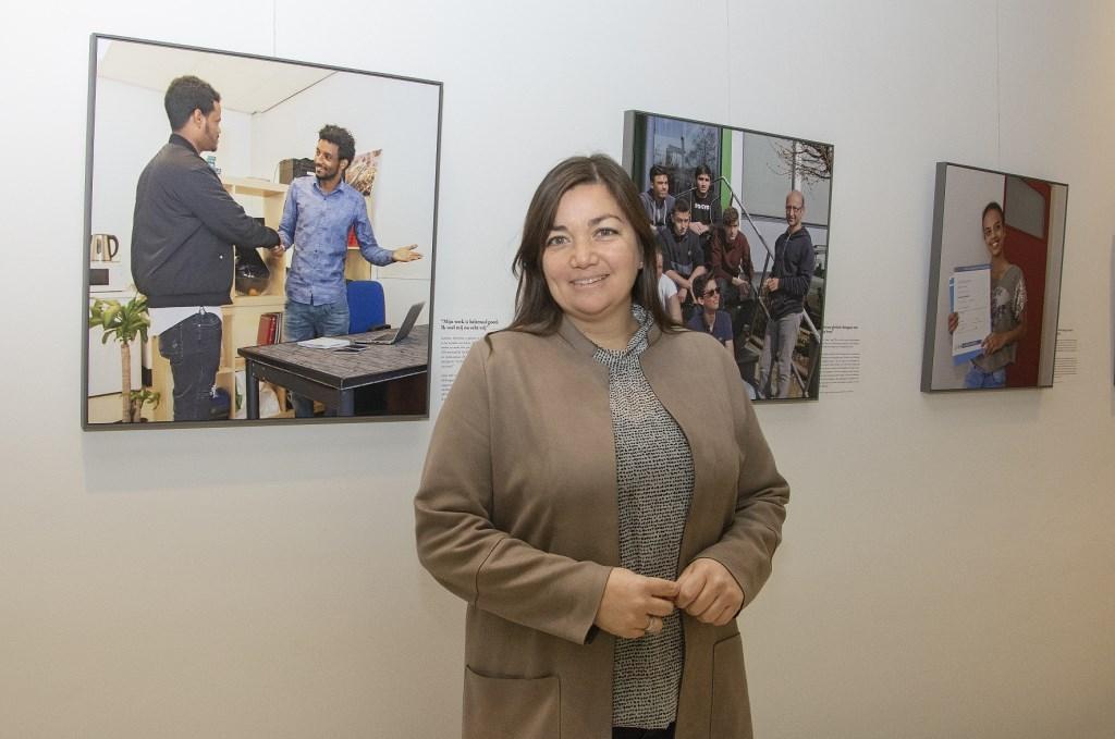 Wethouder Silos opent de tentoonstelling Nieuwe Vlaardingers. Foto: Sjaak van 't Wout © DPG Media