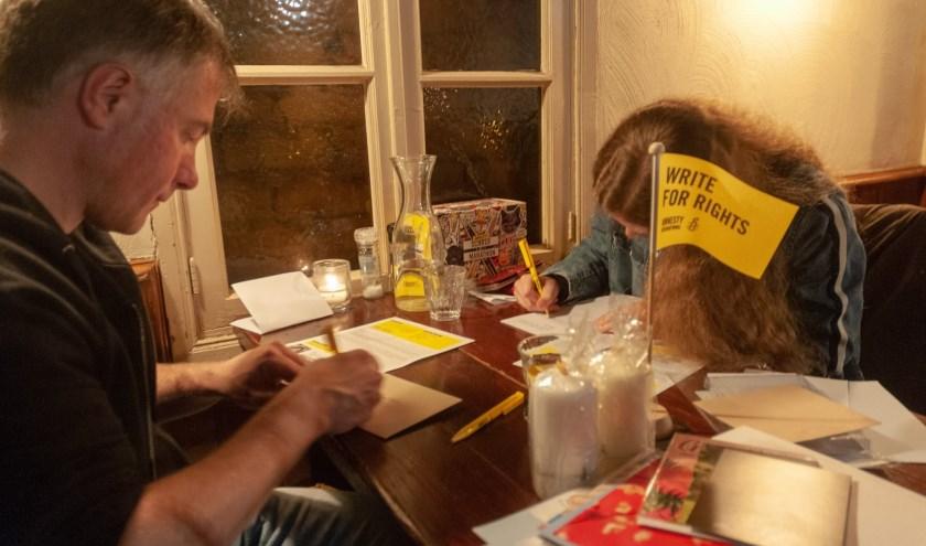Op verschillende data worden er schrijfacties gehouden door Amnesty Eindhoven.
