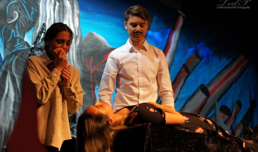 Havo-leerlingen van het Kalsbeek College maakten vorige week de theatervoorstelling Romeo en Julia. Foto: Lieke van den Pol