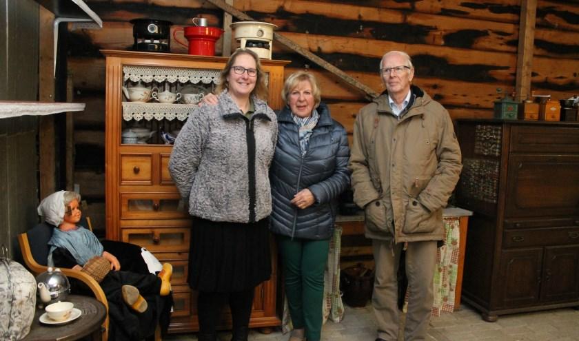 Na elf jaar verhuist 't Ouwe Uus in Kortgene van Nel en Piet Verburg (rechts) naar Franciska de Visser in Vrouwenpolder.(foto: Leon Janssens)