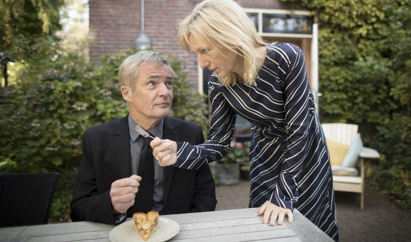 De Twentse cabaretier en schrijver Herman Finkers maakt op 65-jarige leeftijd zijn filmdebuut met De beentjes van Sint-Hildegard.